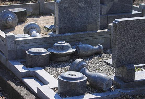 お墓は地震に弱い